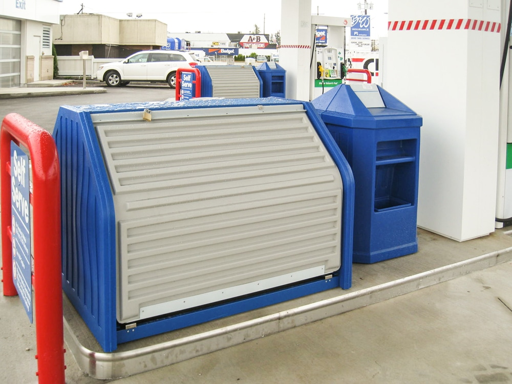 22. MM-695 Double Sided Exterior Merchandiser & MU-707 Combo Waste & Windshield Service Unit in Husky Blue
